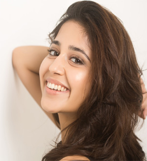 Shweta Tripathi Profile | Contact details (Phone number, Instagram Facebook)