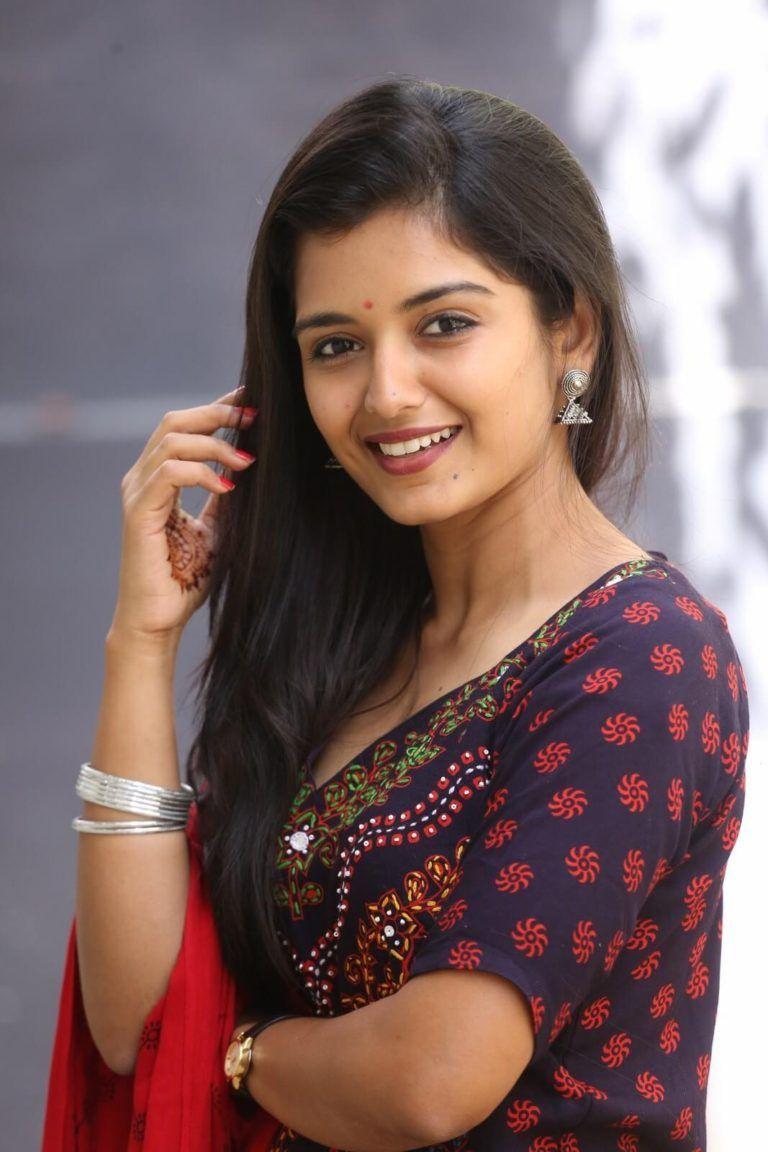 Priyanka Jain Profile| Contact Details (Phone number, Instagram, Facebook, Twitter, Email address)