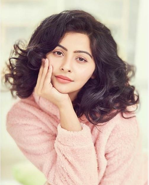 Yukti Kapoor Profile  Contact Details (Phone number, Instagram, Facebook, Email address)