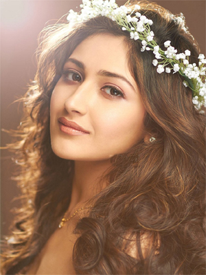 Sayyeshaa Saigal Wiki, Bio, Age, Contact details (Phone number, Email, Instagram)