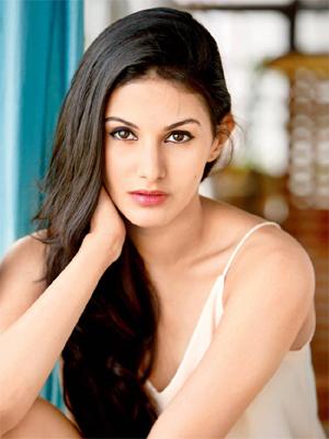 Amyra Dastur Profile | Contact details (Phone number, Instagram, Facebook)