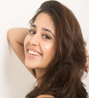 Shweta Tripathi Profile | Contact details (Phone number, Instagram Facebook)
