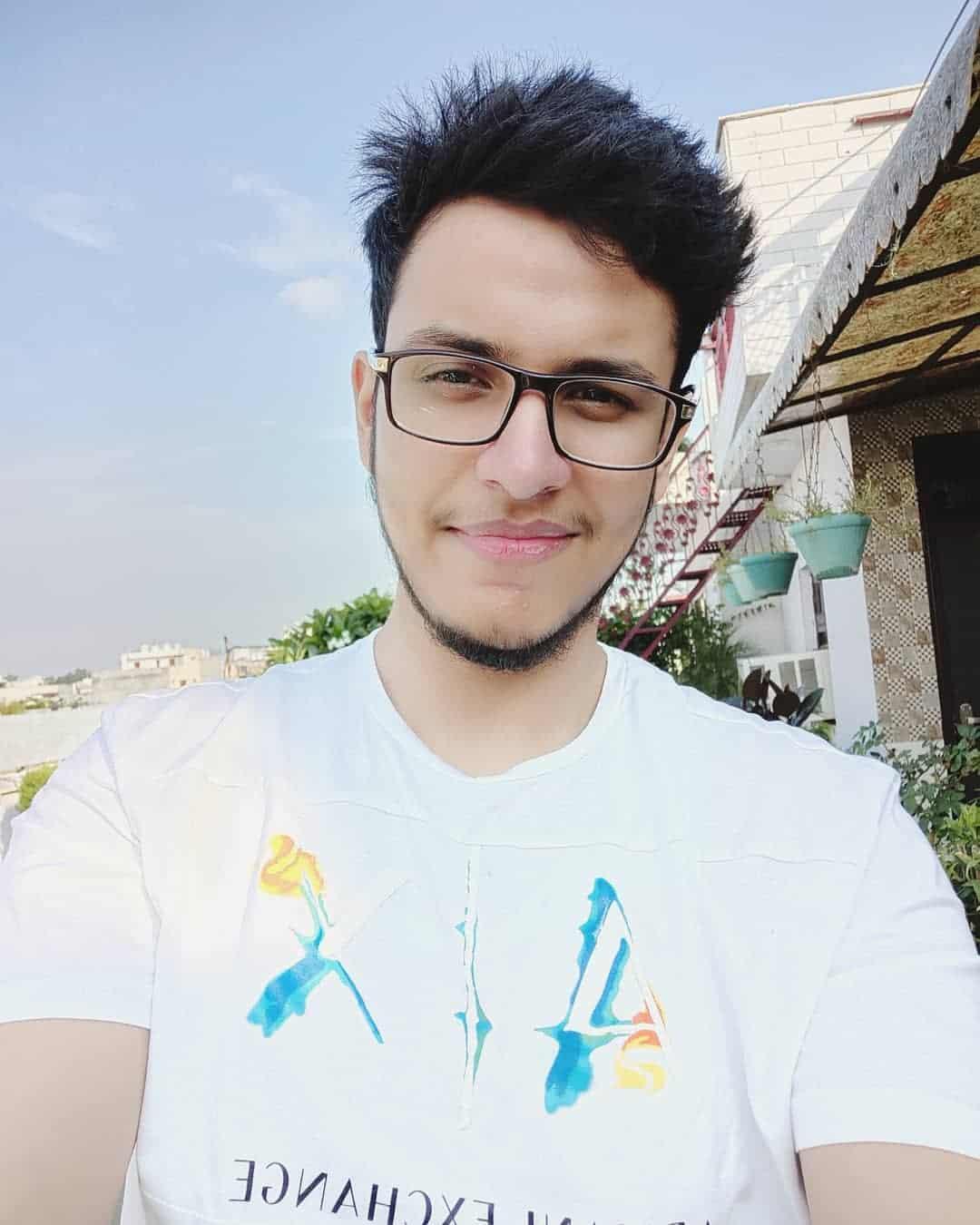 Nischay Malhan aka Triggered Insaan Profile| Contact Details (Phone number, Instagram, Twitter, YouTube, TikTok)