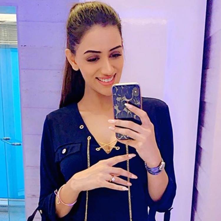 Smriti Khanna Profile  Contact Details (Phone number, Instagram, Twitter, TikTok, Facebook)