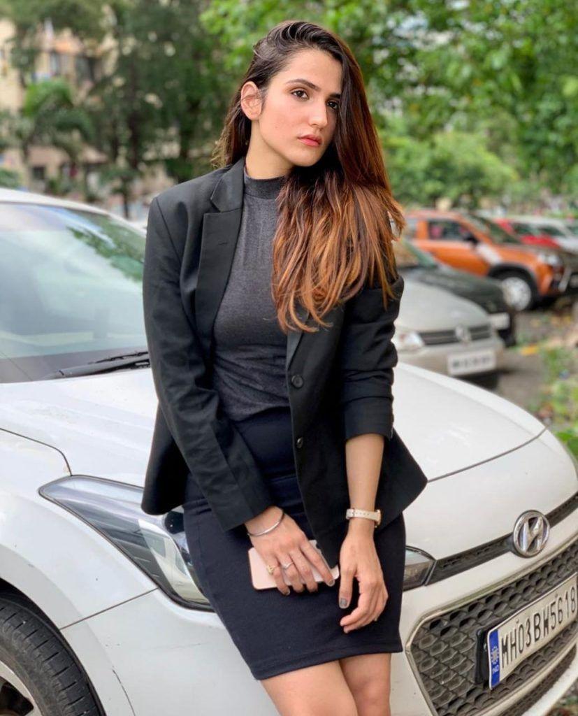 Riya Kishanchandani Profile| Contact Details (Phone number, Instagram, TikTok, Email address)