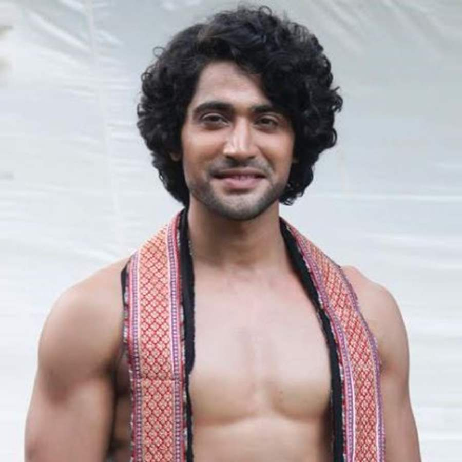 Sanam Johar Profile| Contact Details (Phone number, Instagram, Facebook, Twitter, Email Address)
